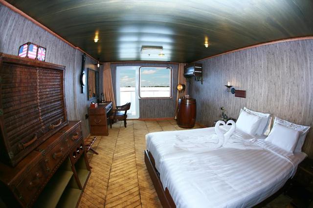 Vintage Luxury Yacht Hotel